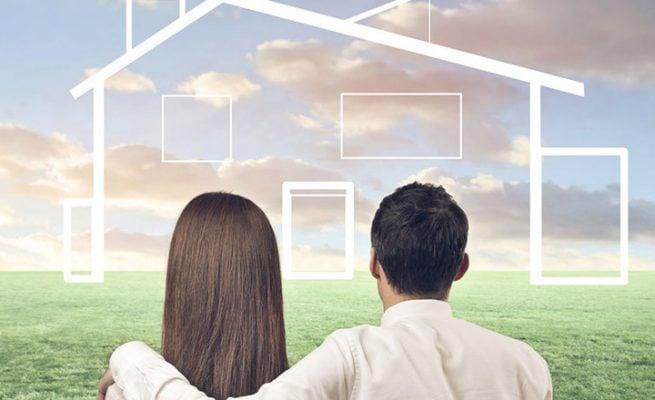 Vợ chồng trẻ tiết kiệm để mua nhà