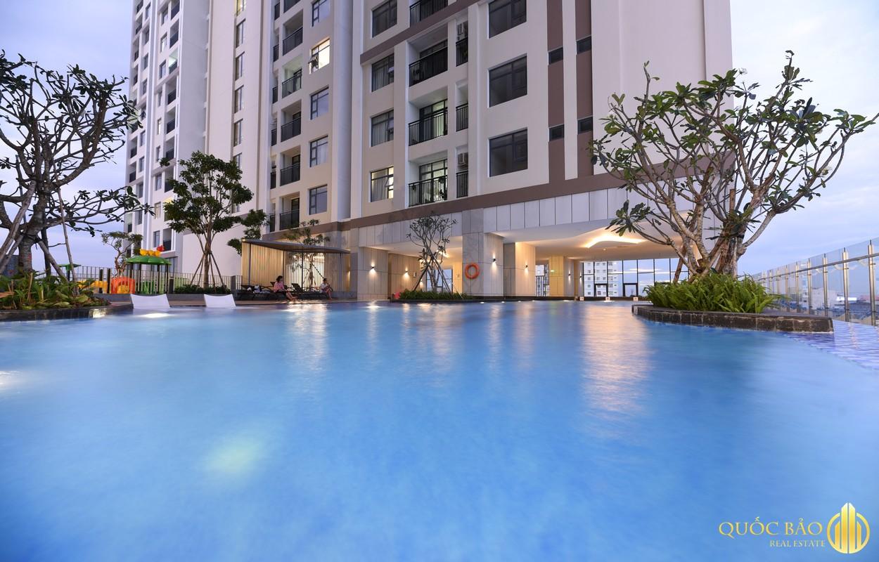Hồ bơi tầng 6 nội khu Phú Đông Premier